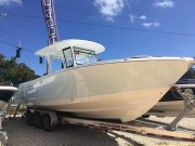 New 2019 Robalo R 302 for sale