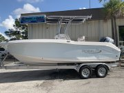 New 2019 Robalo R200 Ice Blue
